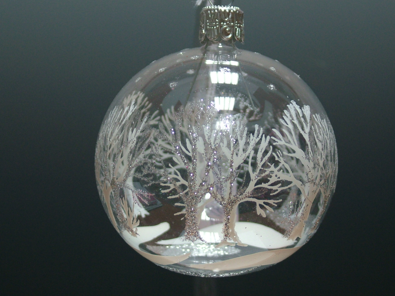 Vánoční ozdoby koule stříbrné stromy 8cm/4ks